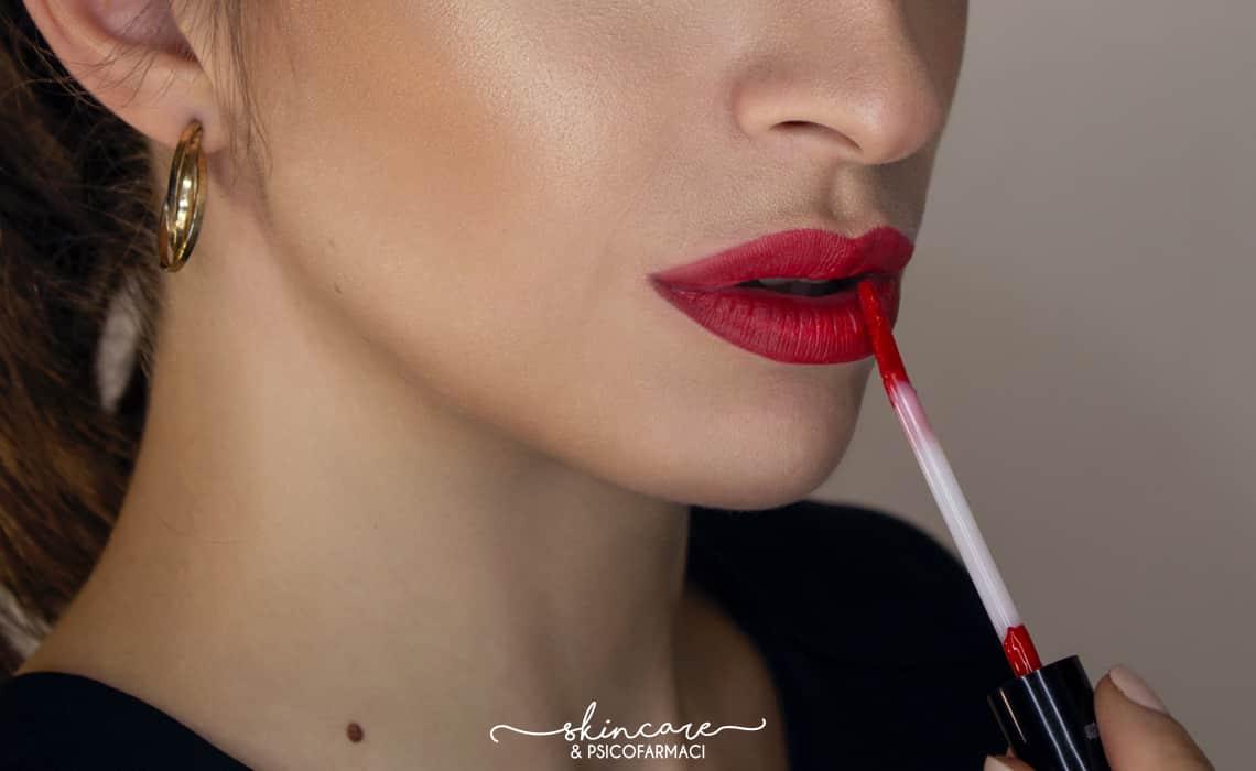 make up rosso sulle labbra